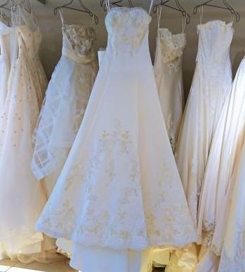 結婚式の衣装はいつまでに?後悔なしのドレス選びスケジュールをご紹介!