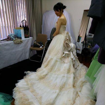 結婚式でウエデイングドレスを購入!相場は?コスパが高くお得感一杯!